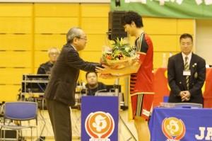 第41回日本ハンドボールリーグさいたま大会通算400得点を決めた岩永選手の写真