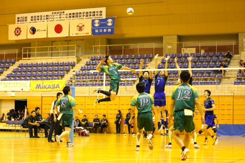 全日本9人制バレーボール実業団男子選手権大会決勝の写真